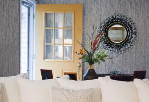 Therese Interior Design - Minimal Modern Meets Textural Twist