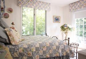 Therese Interior Design - Country Cottage Chic